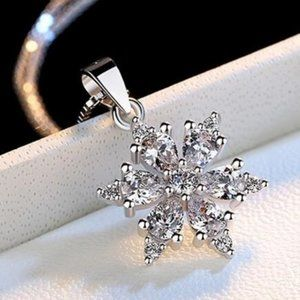 *NEW Sterling Silver Diamond Snowflake Necklace b
